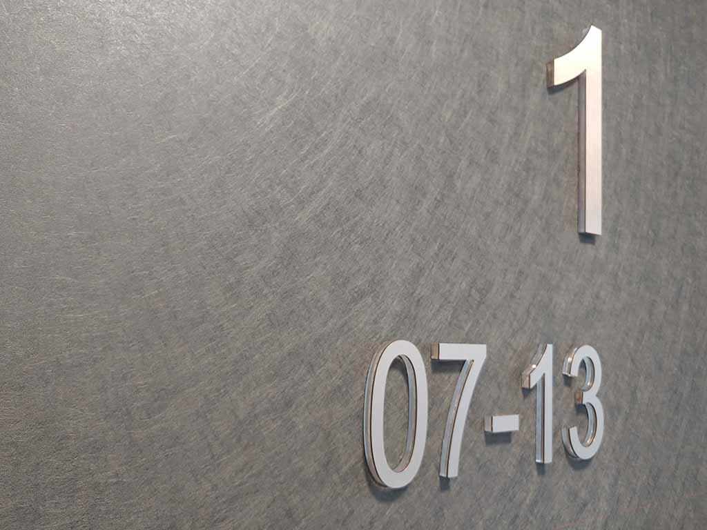 identyfikacja inwestycji oznaczenia inwestycji budowlanej litery przestrzenne / real estate investment identification signage spatial letters / Bezeichnung Identifikation der Bauinvestition räumliche Buchstaben