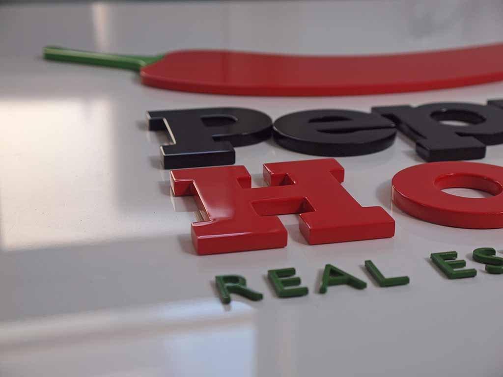 tablica ścienna litery z wylewanego akrylu / wall board letters made of cast acrylic / Wandtafel Buchstaben aus gegossenem Acryl