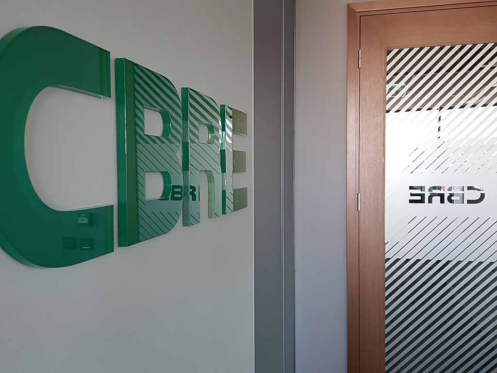 oznakowanie biura logotyp ścienny wyklejenie drzwi / office signage wall logotype door film application / Bürobeschilderung Wandlogo Türfolienverklebung