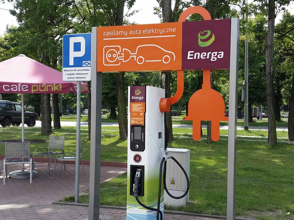 branding stacji ładowania identyfikacja wizualna / charging station branding visual identity / Ladestation-Branding visuelle Identität
