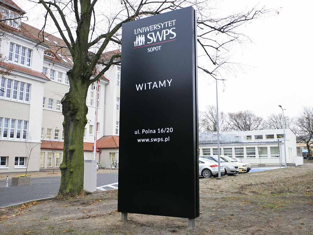 pylony reklamowe totemy witacze / advertising pylons totems / Werbepylone Werbetotemspylone