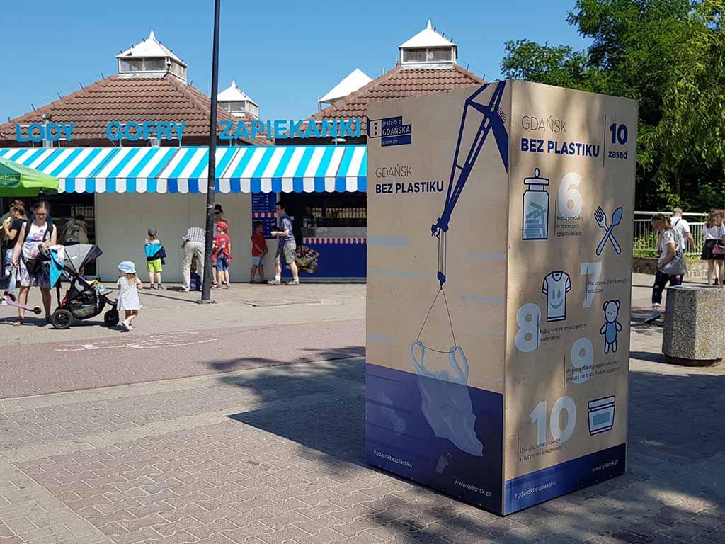 kubik reklamowy druk UV na sklejce / advertising cube UV printing on plywood / Werbecube UV-Druck auf Sperrholzkubik reklamowy druk UV na sklejce / advertising cube UV printing on plywood / Werbecube UV-Druck auf Sperrholz