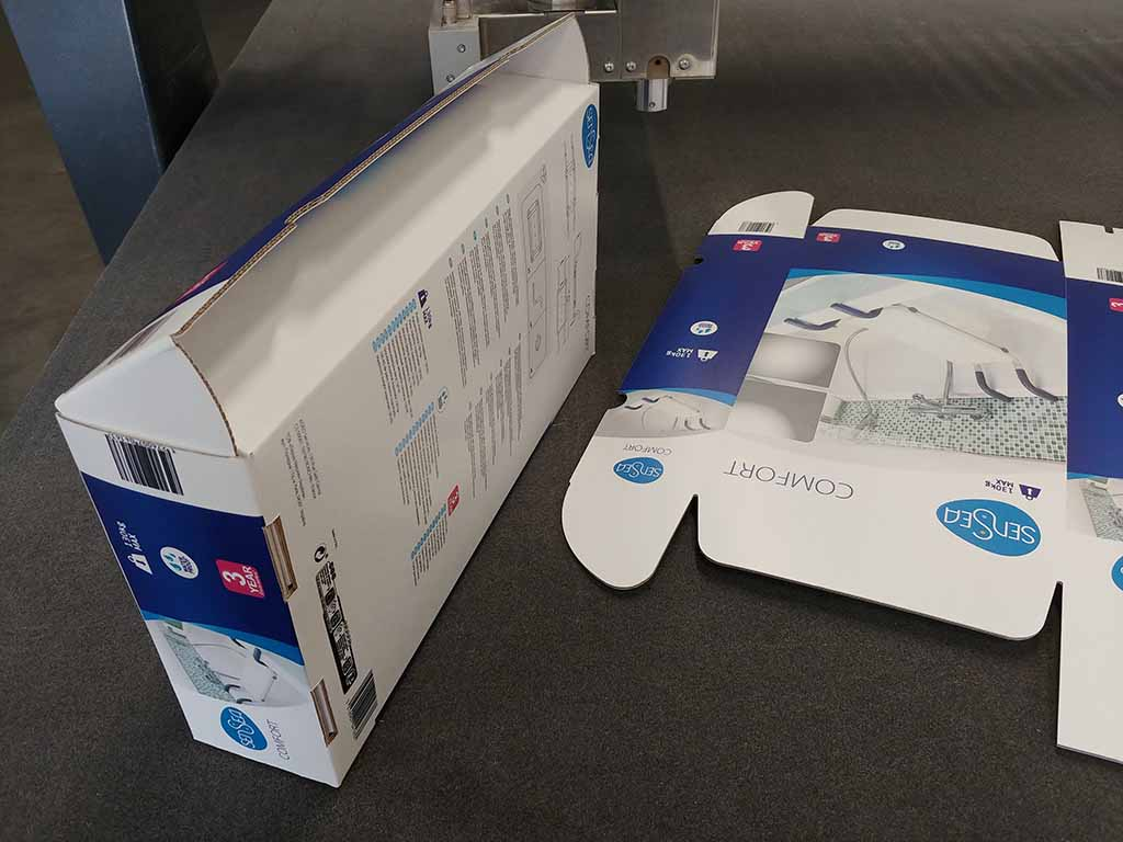 opakowania prototypy opakowań druk UV na tekturze cięcie / packaging prototypes UV printing on cardboard cutting / Verpackung Verpackungsprototypen UV-Druck auf Karton Schneiden
